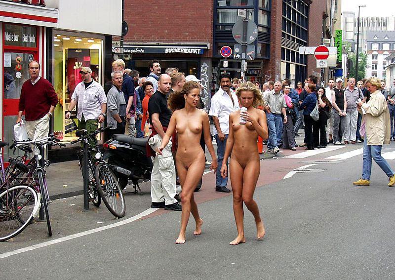 women naked in public № 142029